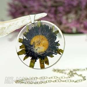naszyjnik z prawdziwymi kwiatami zatopionymi w żywicy z1483, biżuteria