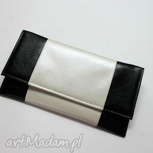 Prezent Kopertówka - czarna i środek perłowy, elegancka, nowoczesna, wizytowa