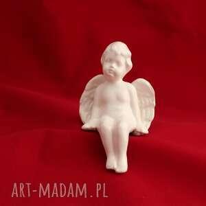 oryginalne prezenty, aniołek siedzący, aniołek, święta, ceramika artystyczna