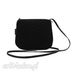 elegancka torebeczka mała czarna, mini torebka, zamsz, pikowana, alkantara