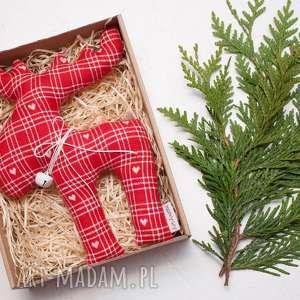 handmade prezenty pod choinkę renifer łoś z materiału dzwoneczkiem w pudełku