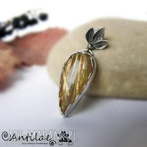 Wisiorek srebrny z rutylowym kwarcem, złoty wisiorek, kwarc rutylowy, kwarc, srebro