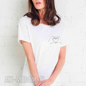 pod choinkę prezenty, hand heart oversize t-shirt, koszulki ubrania