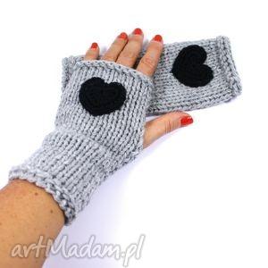hand-made rękawiczki mitenki jasnoszare z sercem