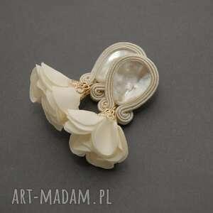 klipsy sutasz z kwiatkiem, sznurek, kremowe, ecru, ślubne, wyjątkowy prezent
