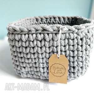 szary koszyk z bawełnianego sznurka, kosz, drobiazgi, przechowywanie