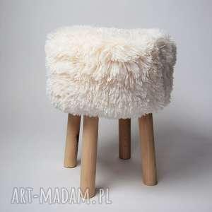 ręcznie zrobione pokoik dziecka fjerne m ecru futrzak charakterystycznymi cechami stylu skandynawskiego są prostota i minimalizm i