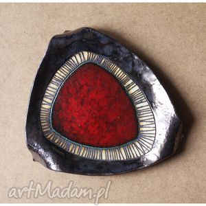 Trójkątna patera z czerwonym okiem, ceramika,