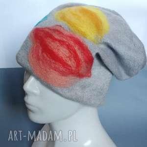czapka wełniana filcowana szara zimowa handmade w kwiaty na podszewce-box wir
