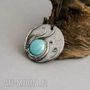 ręcznie zrobione wisiorki wisior inspirowany naturą z błękitną ceramiką