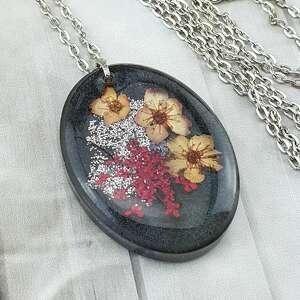 handmade wisiorki 1138/ wisiorek z żywicy kwiatami