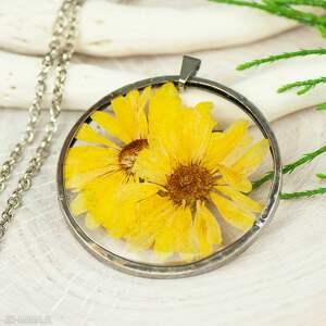 handmade naszyjniki naszyjnik z suszonymi kwiatami w żywicy i cynie z347