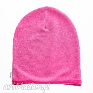 hand made ubranka wygodna i praktyczna czapka dziecięca z dzianiny dresowej różowy melanż