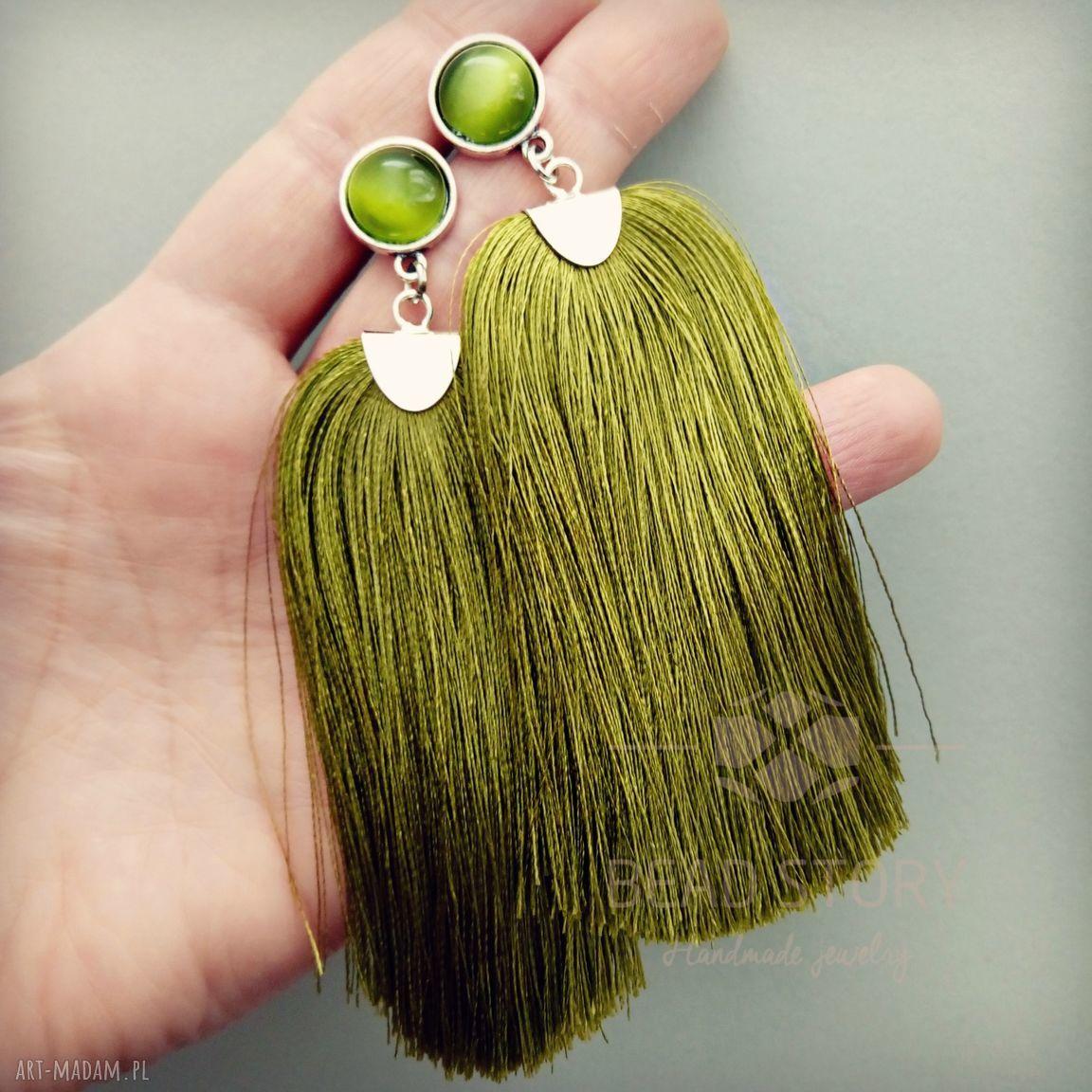 zielone kolczyki sztyfty z chwostami w oliwkowej