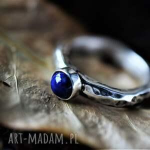 srebrny pierścionek z lapis lazuli, lazul, niebieski