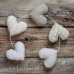 pod choinkę prezent SERCOWA BEŻOWA GIRLANDA 5 serc, girlanda, serce, dekoracja