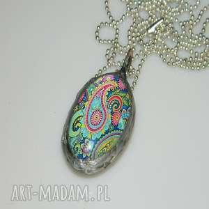 kolorowa gafika, szklany, szklany-wisior, unikatowa-biżuteria, unikalny-wisior