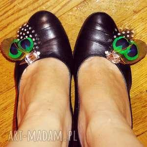 hand-made ozdoby do butów klipsy do butów z piór,,magia szmaragu