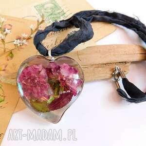 duże serce z drobną różą - wisior żywicy, róża, serce, kwiaty w żywica