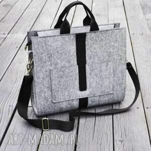 torebki designerska duża torba z filcu - szara czarnym paskiem listonoszka