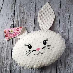 Ozdobna i praktyczna poduszka królik, poduszka, ozdoba, kwiaty, przytulanka