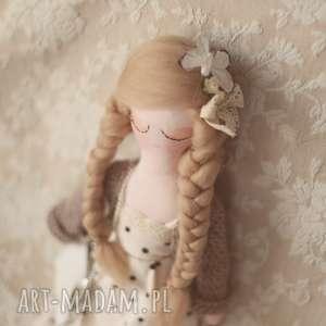 handmade lalki bajka w sweterku z torebką i motylkiem - ola
