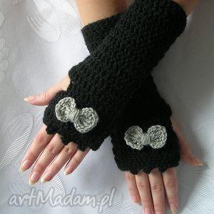 hand-made rękawiczki czarne mitenki z szarą kokardką
