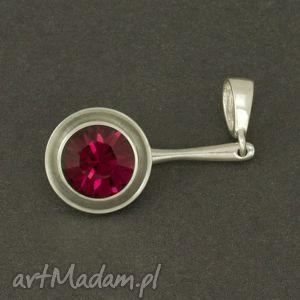 elegancka zawieszka do łańcuszka z kryształem swarovskiego rubin, czerowny