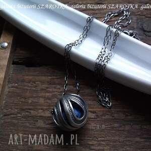 aŻur z niespodziankĄ naszyjnik ze srebra i jedwabiu - srebro, oksydowane, kula
