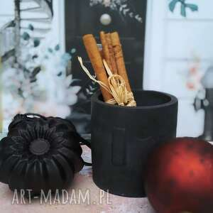 ceramika pinko czarny, doniczka, beton