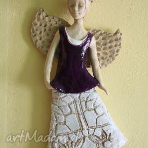 ręcznie wykonane ceramika aniołek wiszący w fioletowej tunice
