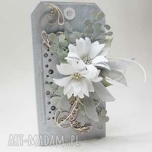 Z kwiatami w pudełku, ślub, urodziny, podziękowanie, gratulacje