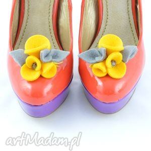 Filcowe przypinki do butów- ozdoby żółte z szarością, filc, filcowe, buty