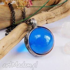 Prezent Wisior z niebieską qulką, niebieski, chabrowy, szklany, kulka, prezent