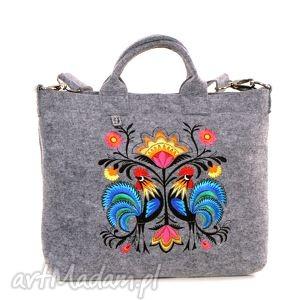 Jasna filcowa torba z folkowymi kogutami, torebka, laptop, filc, haftowana, folk