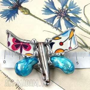 broszka: folkowy motyl z błękitną perłą, broszka motyl, perły