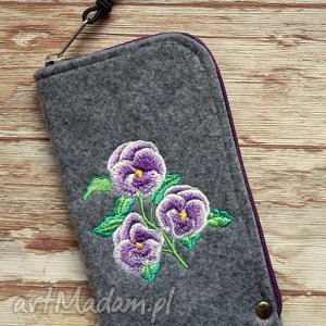 Filcowe etui na telefon - fiołki, pokrowiec, filc, bratki, kwiatki, haftowane