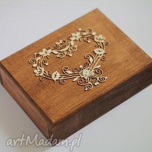 pudełko na obrączki z sercem, pudełko, obrączki, ślub, drewno, rystukalne księgi