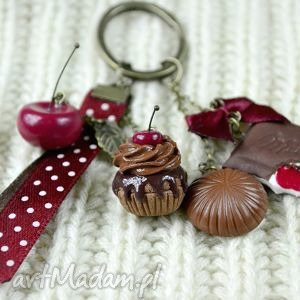 breloki wiśnie i czekolada, wiśnia, modelina, babeczka, fimo, retro