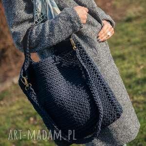handmade na ramię torba burgundowy granat w dłoni