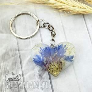 1209/mela - brelok do kluczy z żywicy serce, chaber, brelok, kluczy, kwiaty