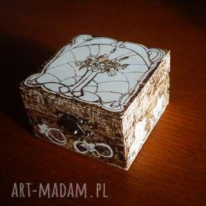 secesyjne puzderko - ręcznie wypalane pudełko - woodburning pirografia