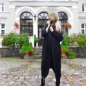 długi sweter w kolorze czarnym, długi-sweter, gruby-sweter, sweter-czarny