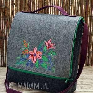 filcowa torba z haftem, filcowa, torba, kwiaty, prezent, listonoszka, haft na ramię