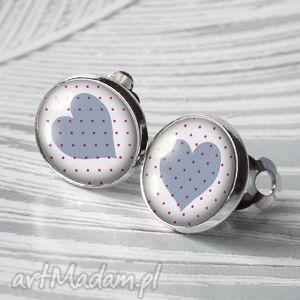 serduszka klipsy pastelowe romantyczny prezent proste i skromne serca srebrny kolor