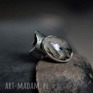 srebrny pierścień z kwarcem turmalinowym, minerałem, biżuteria