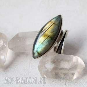 Pierścień z labradorytem dziki krolik pierścień, srebro