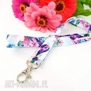 bajkowa smycz w kwiatki i ptaszki pastelowe kolory, kwiaty, ptaki