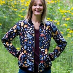 kurtka damska bomberka, kurtka wiosenna softshell, motyle, bluza softshell