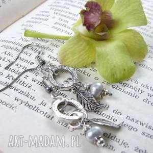 kolczyki perłowo-srebrne, boho, wiszące, z-listkiem, do-kompletu, z-perełką
